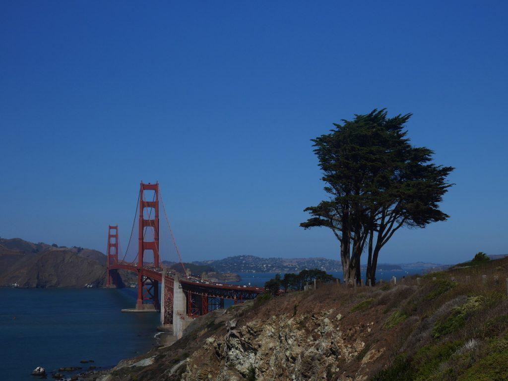 Pourquoi le Golden Gate bridge alors qu'il est orange ?
