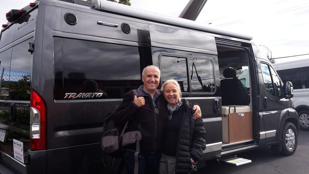 Voici les parents Wycke content de leur campervan !