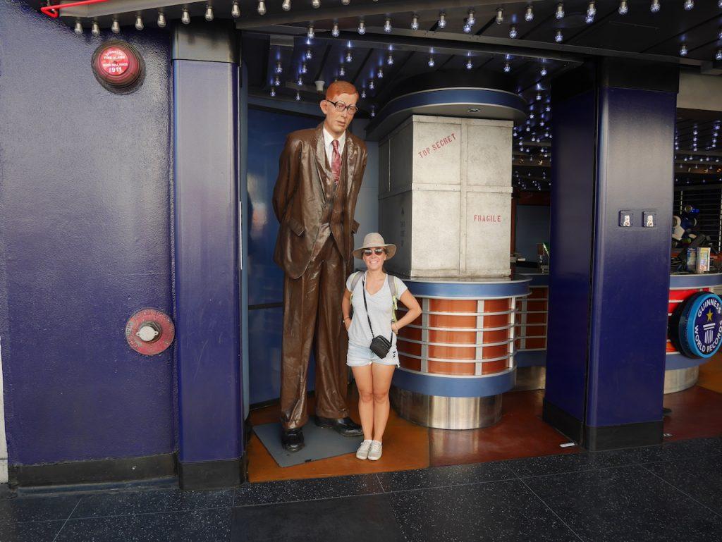 L'homme le plus grand du monde et Aurélie pour l'échelle