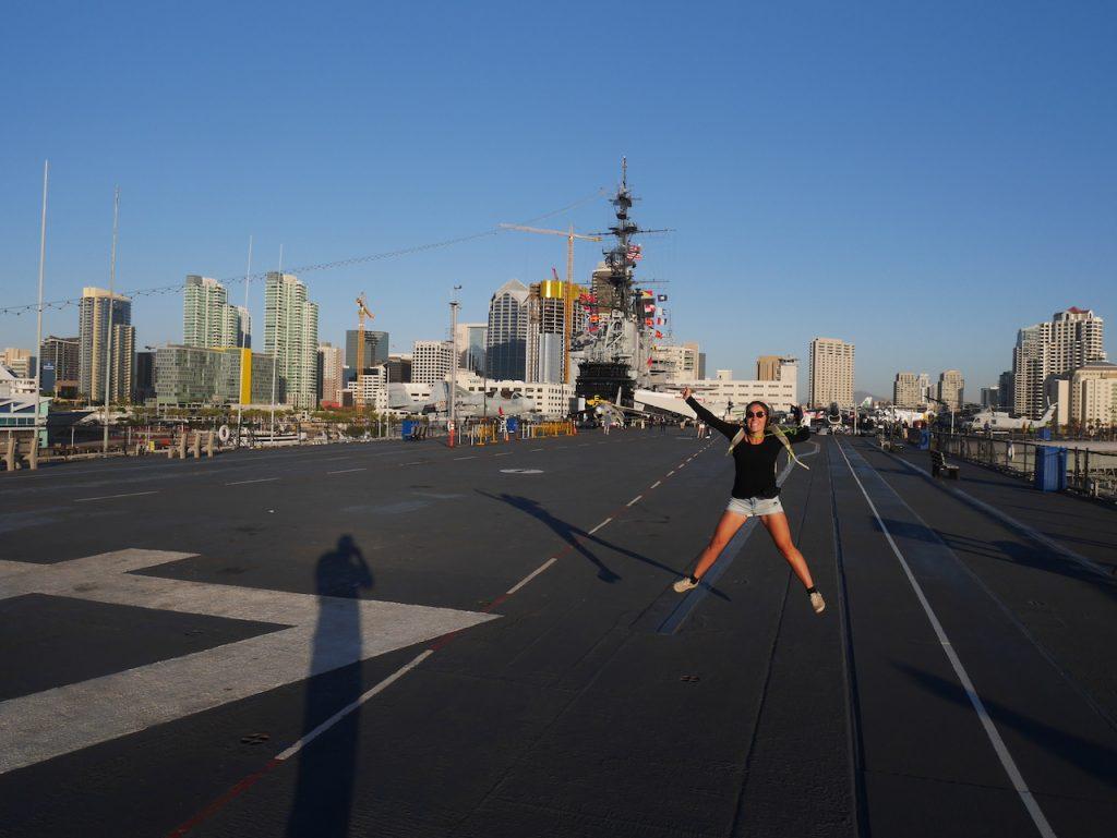 Aurélie sur le USS Midway