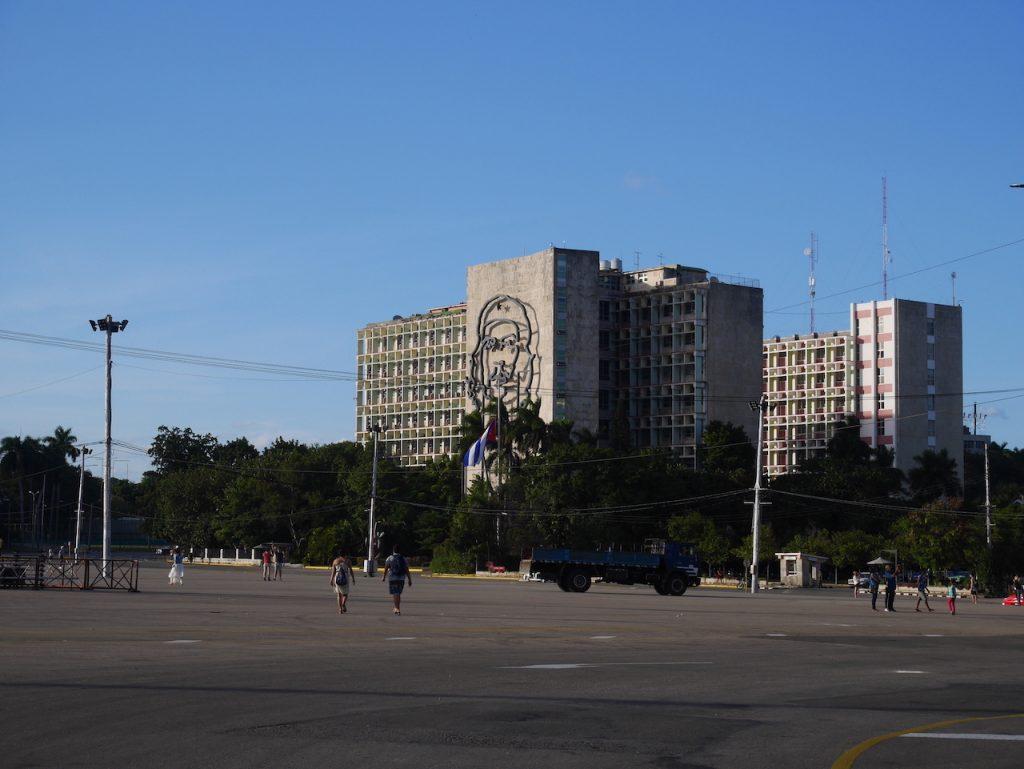 Fidel tenait des discours de 6H sur cette place !