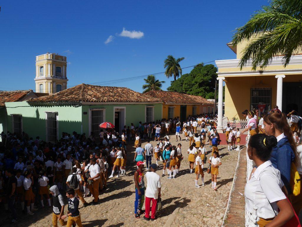 Obligation d aller signer le livre de condoléance pour tous les cubains