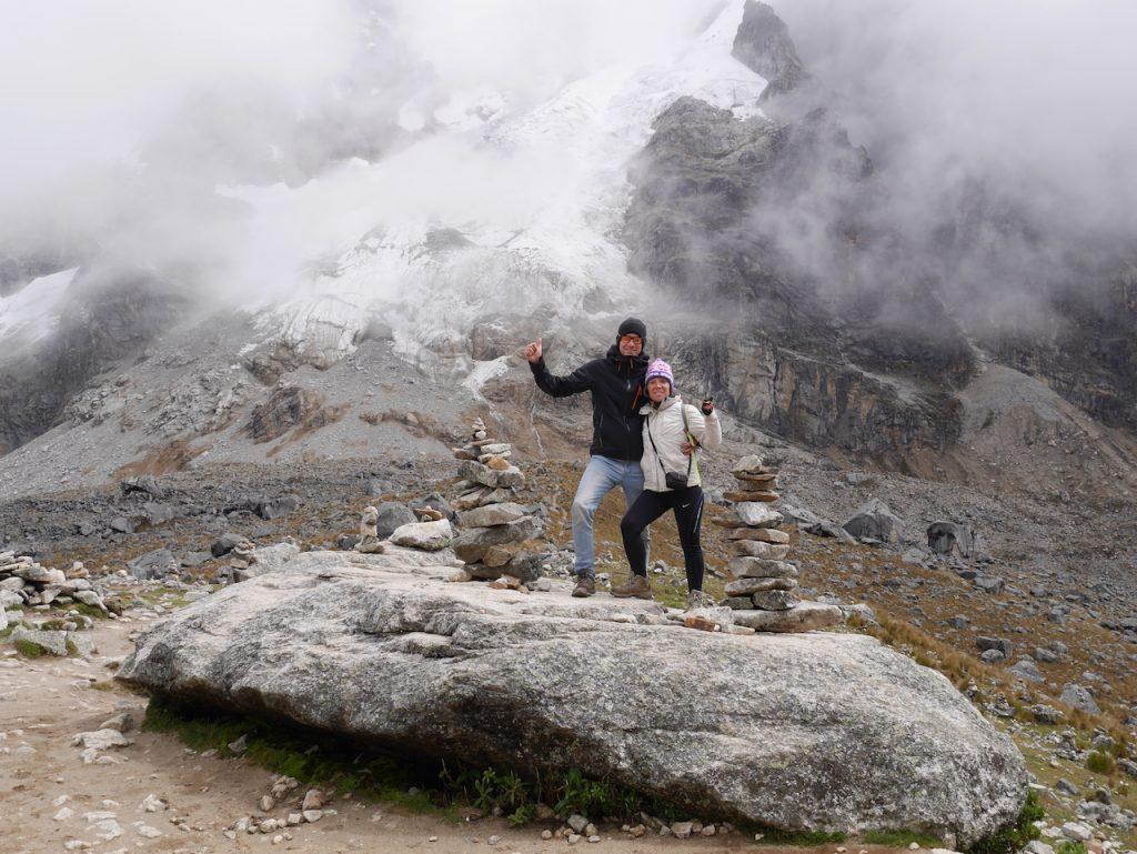 Les amas de pierres abritent des feuilles de coca, offrandes faites par les Quechuas aux dieux de la nature