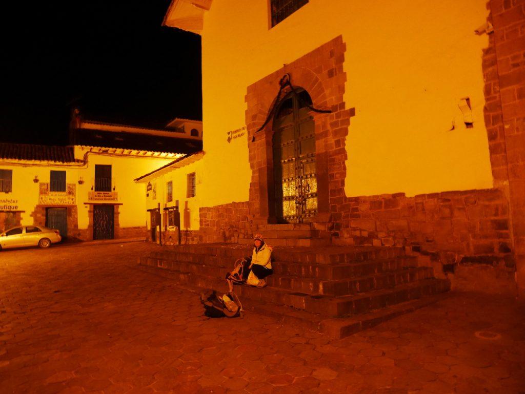 Aurélie seule sur le plaza San Bas