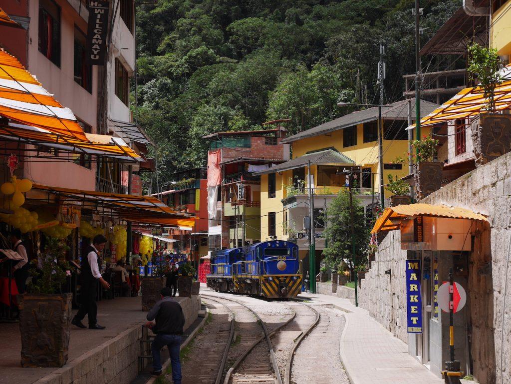 Agua Calientes, le camp de base pour la montée au Machu Picchu. Tiens, encore le TGV local.