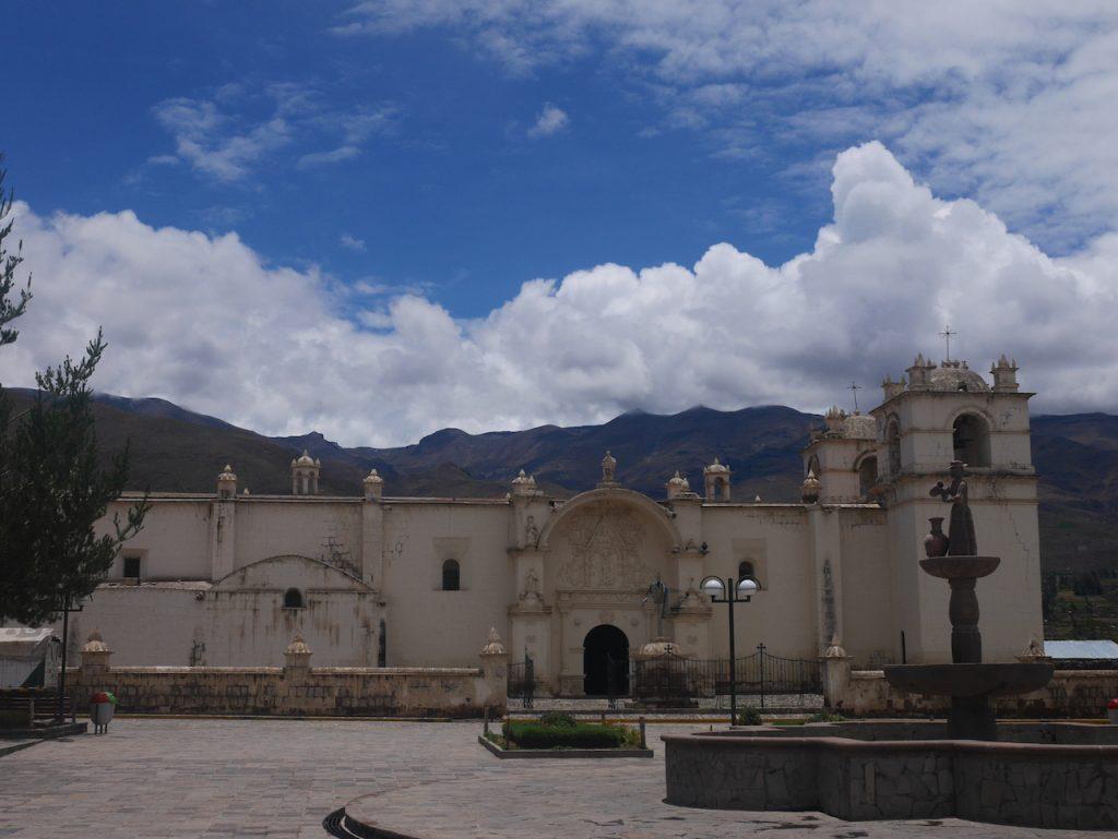 Eglise de Yanque et sa place principale