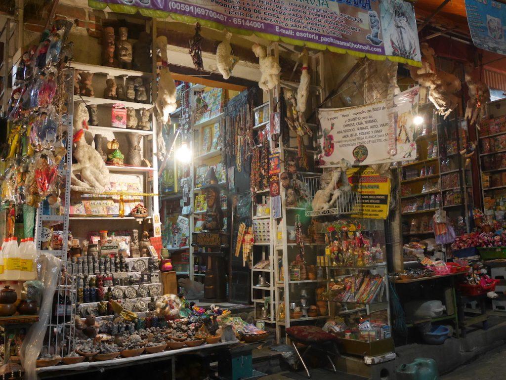 Boutique d'une sorcière. @Bebert, on a des idées pour que tu ouvres de nouveaux marchés en France