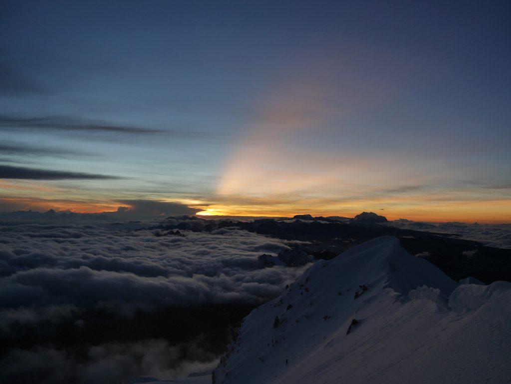 Lever du soleil sur le sommet du Huayna Potosi